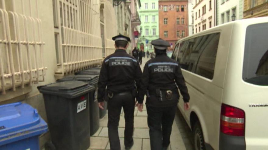 Video Události v regionech: Město přidalo strážníkům, potom objednalo agenturu