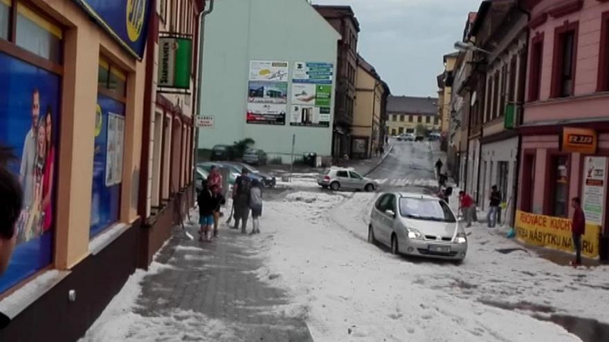 Video Česko zažilo bouřky doprovázené kroupami a vydatnými dešti