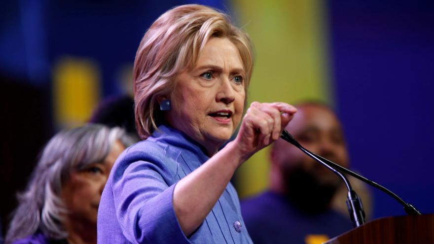 Video Clintonová dosáhla všech delegátů potřebných k nominaci