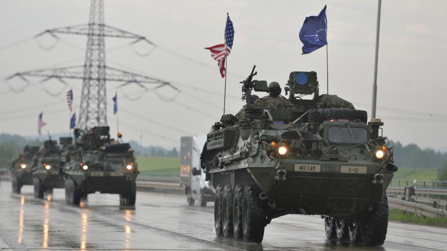 Video Bez komentáře: Americký konvoj přijíždí do Česka
