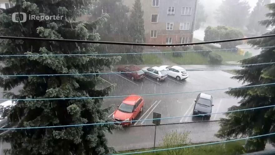 Video Kroupy a déšť v Havířově