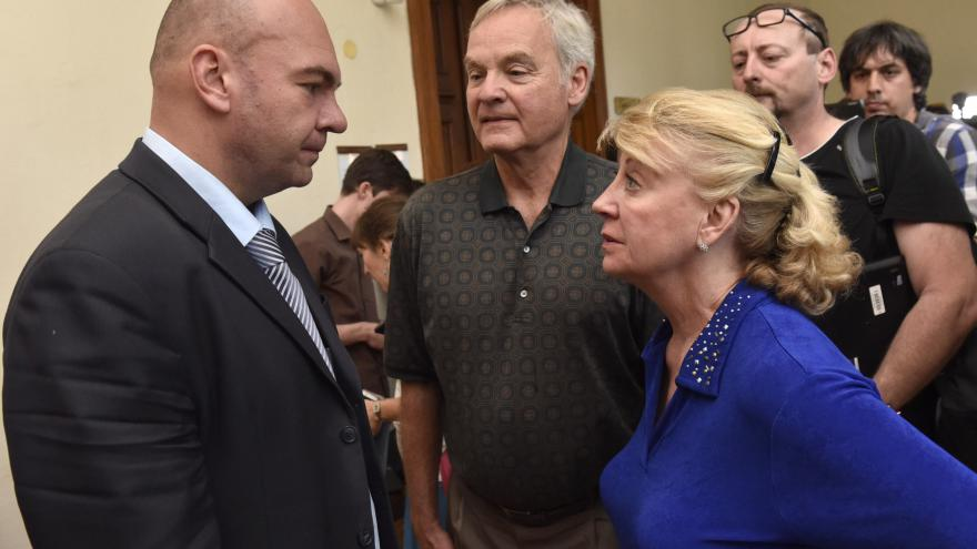 Video Dahlgrena přijeli k soudu podpořit rodiče. Věří v jeho nevinu