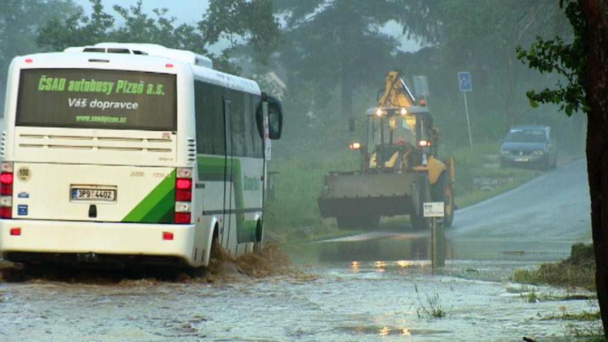 Video Plzeňskem se přehnala dešťová voda