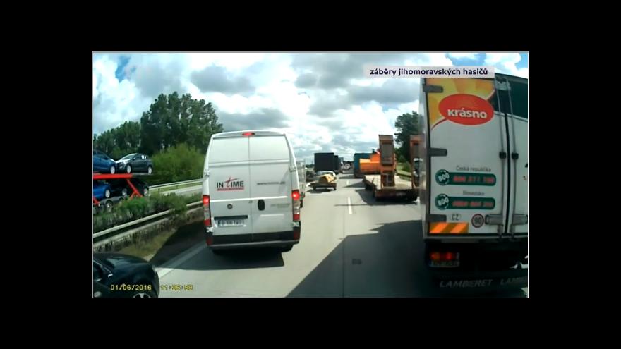 Video Řidiči neznají pravidlo záchranné uličky