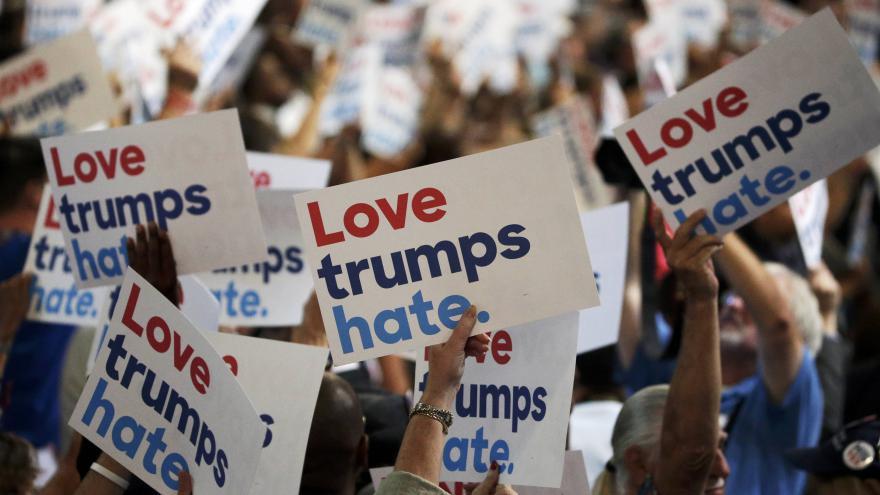 Video Zpravodaj ČT o narážkách na Trumpa v Obamově projevu