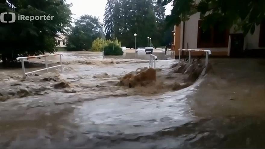 Video iReportér: Rozvodněný potok v Kostelci (Zlín)