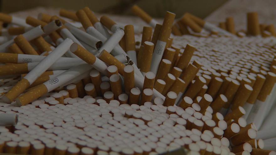 Video Bez komentáře: V brněnské spalovně ničí miliony zabavených cigaret