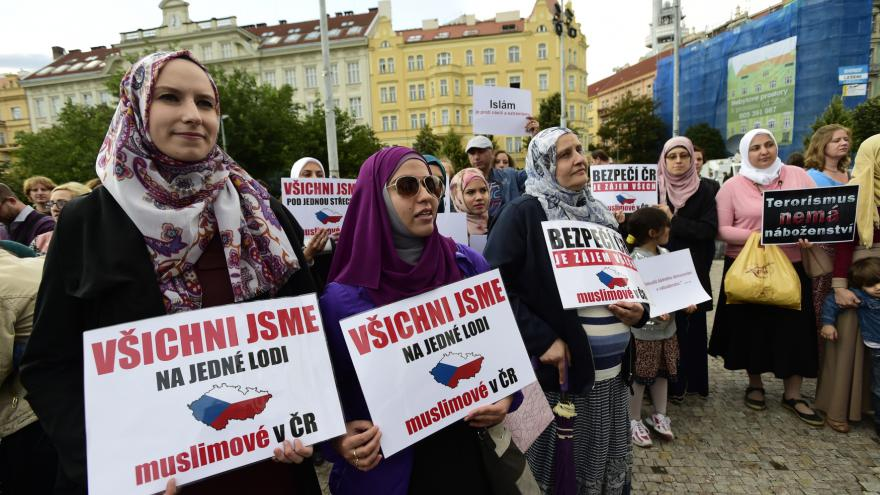 Video Muslimové se zúčastnili mše v pražském kostele