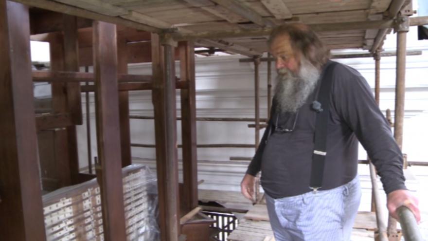 Video Varhanář Dalibor Michek popisuje varhany