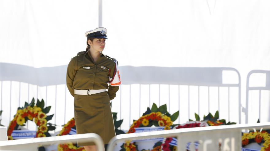 Video ŽIVĚ: Sledujte projevy rodiny i státníků na Peresově pohřbu