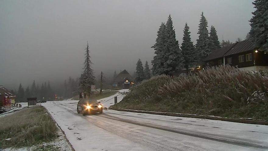 Video Na Jesenicku se objevil první sníh