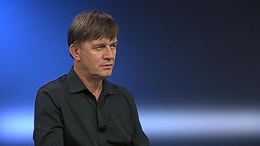 Video Komentátor Petr Holub o situaci ve Vojenské zdravotní pojišťovně