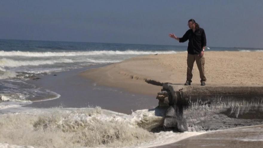 Video Čistá voda nad zlato - realita většiny Gazy