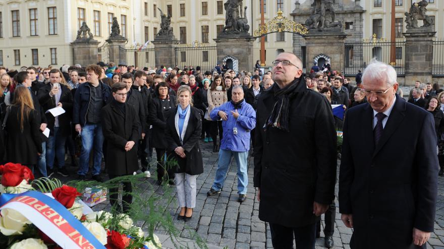 Video Rektor brněnské Masarykovy univerzity Mikuláš Bek pozvání na Hrad nedostal