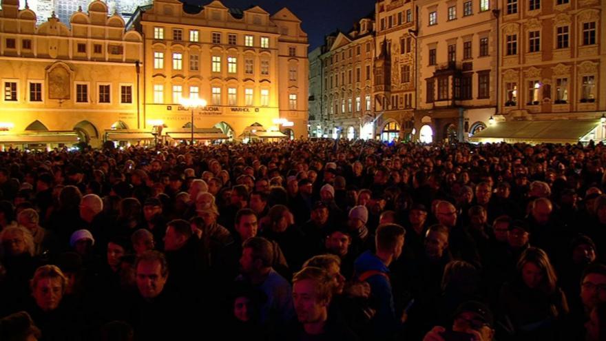 Video ŽIVĚ: Shromáždění na Staroměstském náměstí