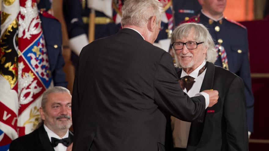 Video 90' ČT24 - Prezident Zeman udělil státní vyznamenání