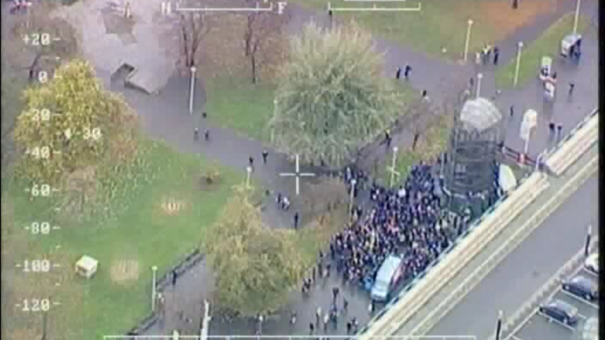 Video Záběry z policejního vrtulníku během 17. listopadu