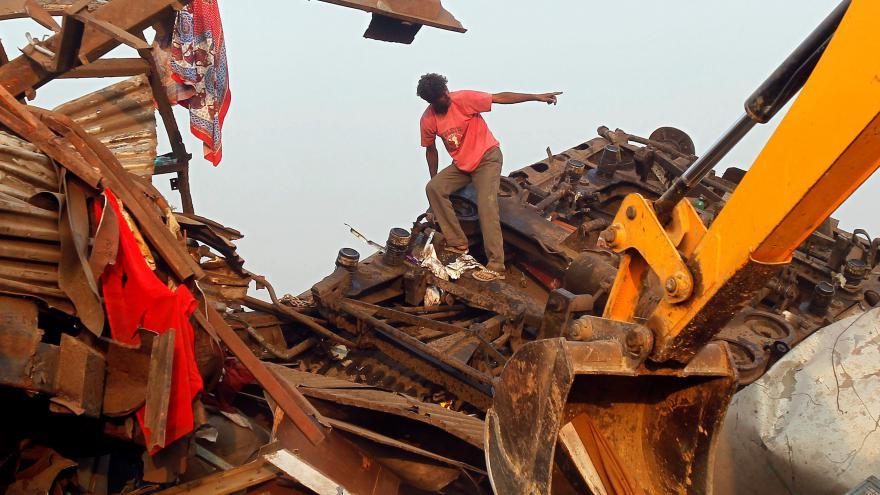 Video Železniční neštěstí v Indii nepřežilo přes sto lidí