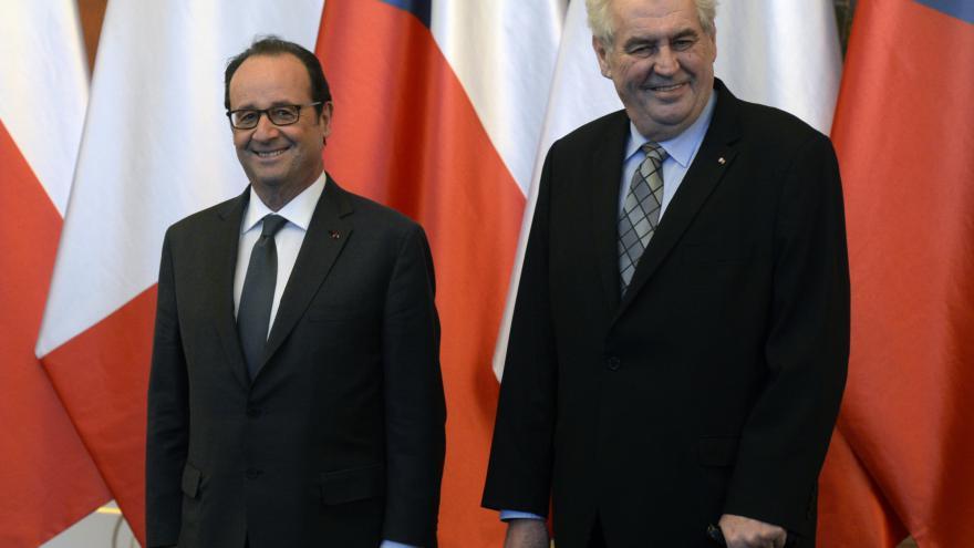 Video Tisková konference prezidentů Francoise Hollandea a Miloše Zemana