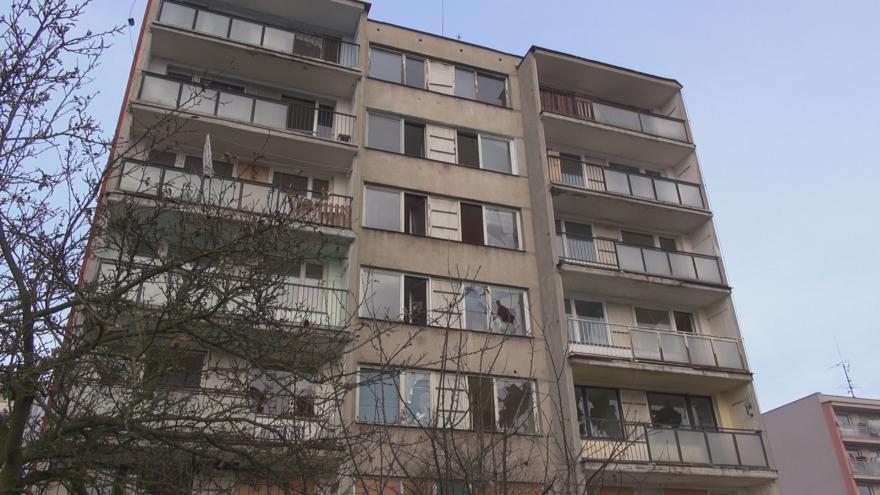 Video Události: Obce chtějí zprivatizované domy zpět