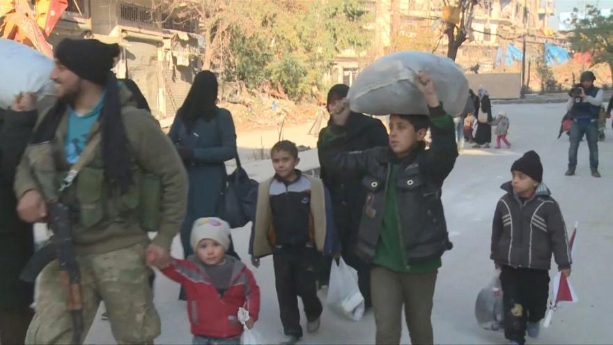 Video Z Aleppa odcházejí lidé