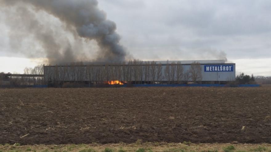 Video Požár kovošrotu v Tlumačově