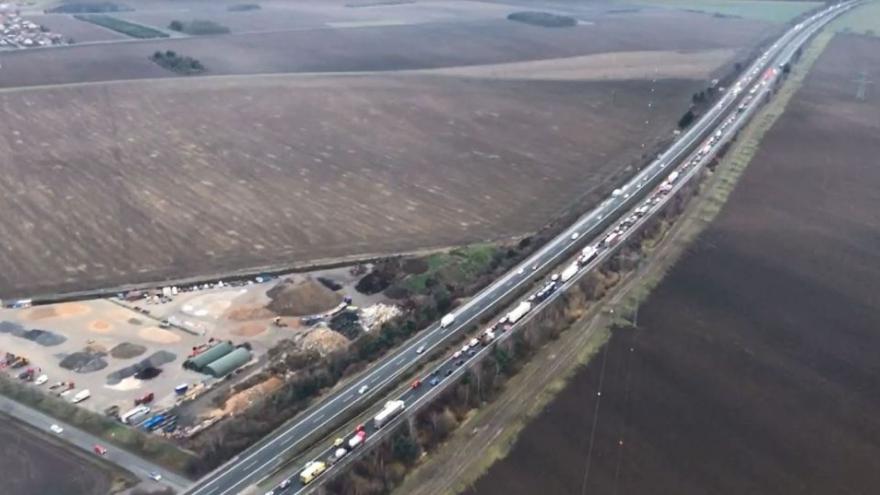 Video iReportér: Letecké záběry kolony na dálnici D11 ve směru do Prahy