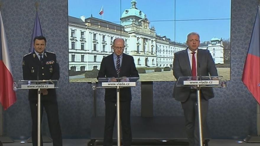Video Brífink premiéra, ministra vnitra a policejního prezidenta k opatřením po událostech v Berlíně