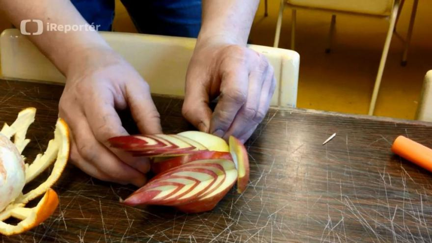 Video iReportér: Kantoři z Albrechtic se učí zdobit ovoce na vánoční stůl