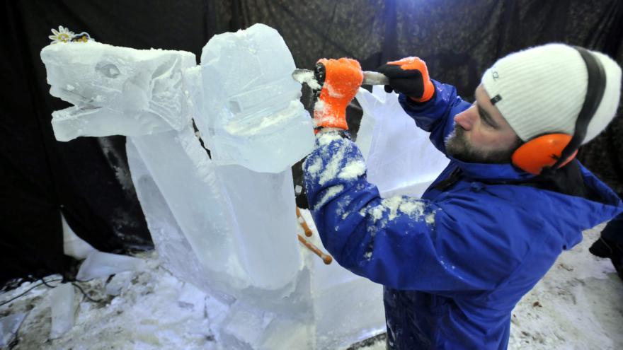 Video Ledové kostky pro sochaře