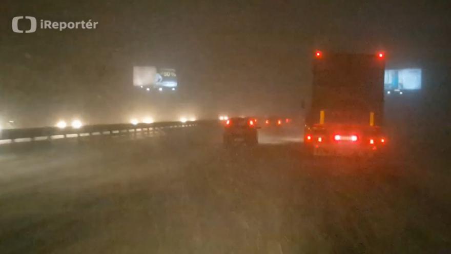 Video iReportér Jaroslav Procházka: Sněžení na D1 u Průhonic