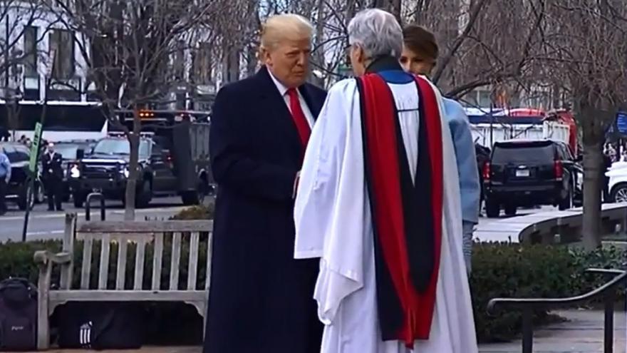 Video Trump přijíždí do kostela svatého Jana
