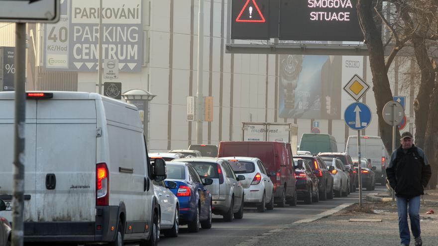 Video Události ČT: Smog v Praze má omezit regulace aut, řešení se ale protahuje