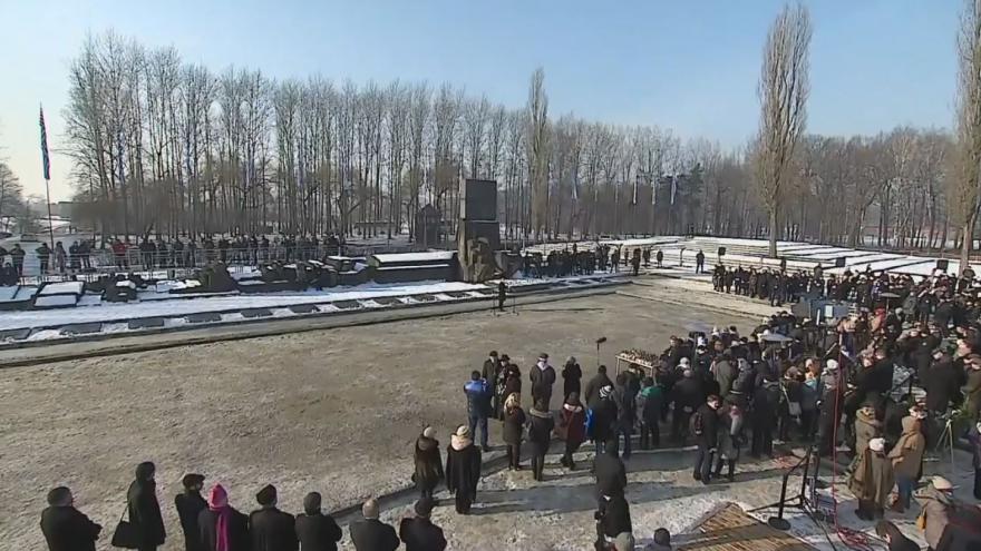 Video Bez tlumočení: Pietní akce v bývalém koncentračním táboře Osvětim
