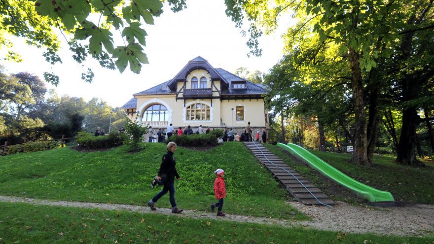 Video Chátrající Hückelovy vily