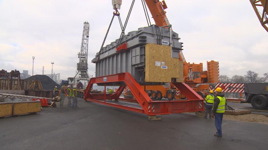 Video Přeprava obřích transformátorů