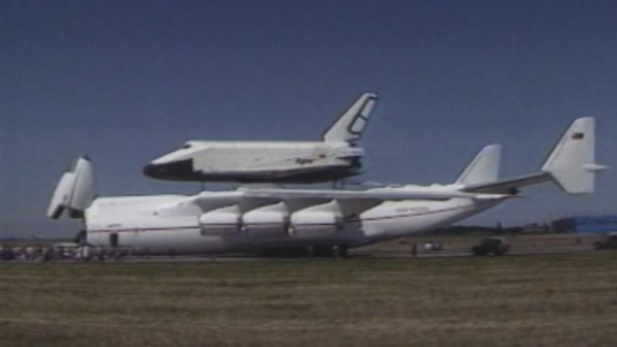 Video Raketoplán na letiště v Ruzyni přistál roku 1989