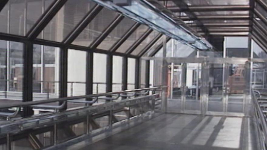 Video 1991: Otevření nové odbavovací haly na letišti Ruzyně