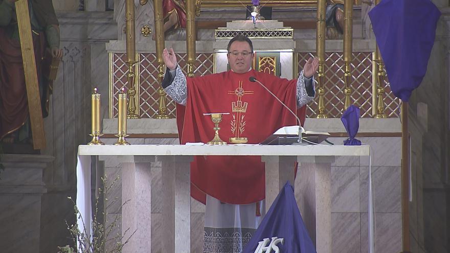 Video Dětmarovický farář Marcel Puvák hovoří o křtu