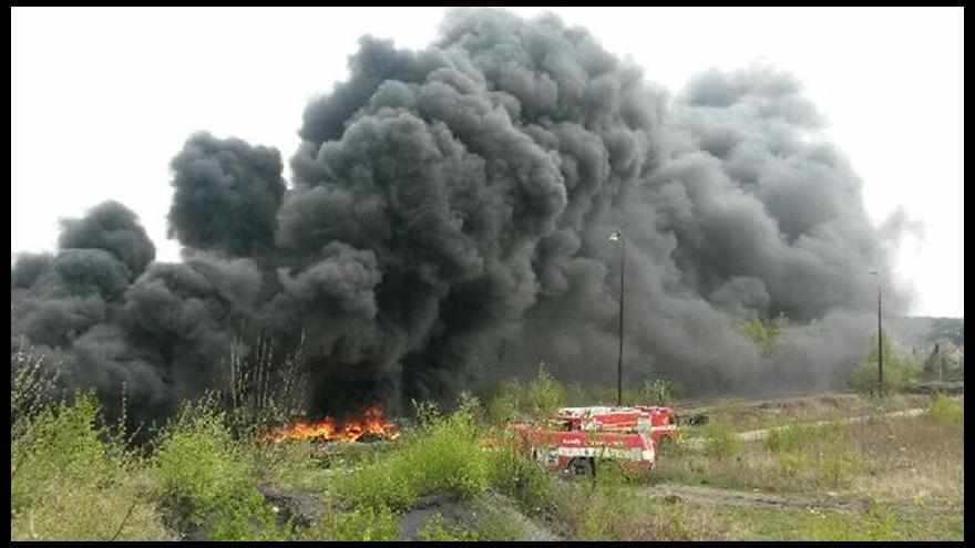 Video iReportér: V Kladně hoří černá skládka pneumatik