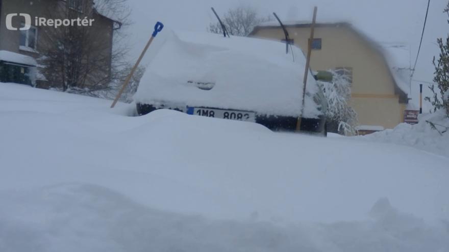Video Zasypaná auta v Bělé pod Pradědem