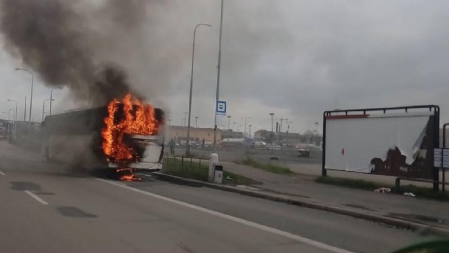 Video V Brně hořel autobus. Nikomu se na štěstí nic nestalo