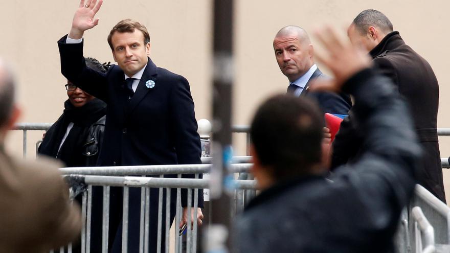 Video Prezidentem se stal Macron