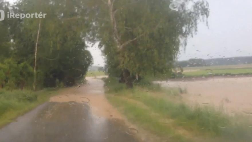 Video Přívalový déšť zatopil některé silnice