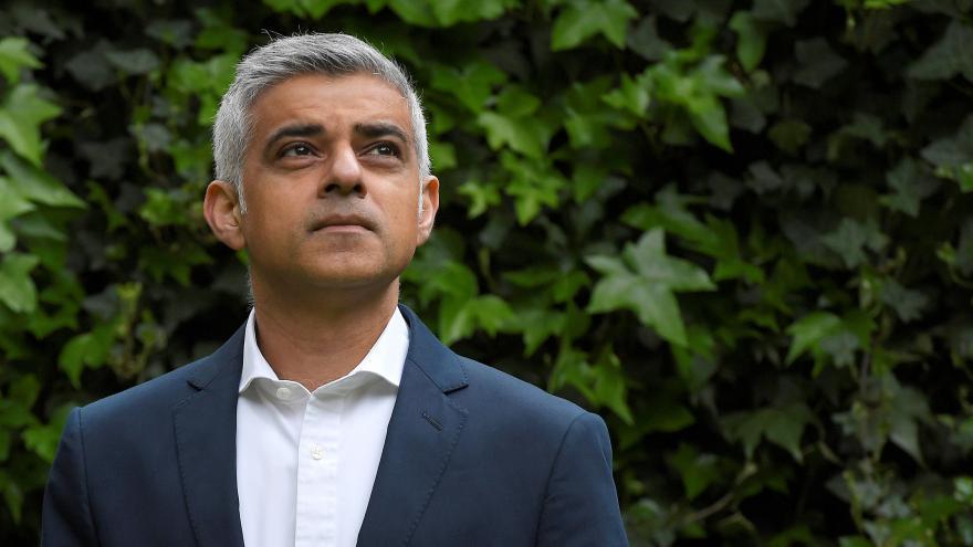 Video Starosta Londýna Khan: Naše město pociťuje zármutek. Jsem rozhořčen