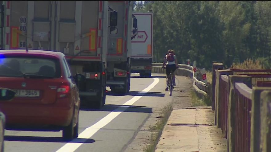 Video Most přes Nové Mlýny čeká od soboty kyvadlový provoz
