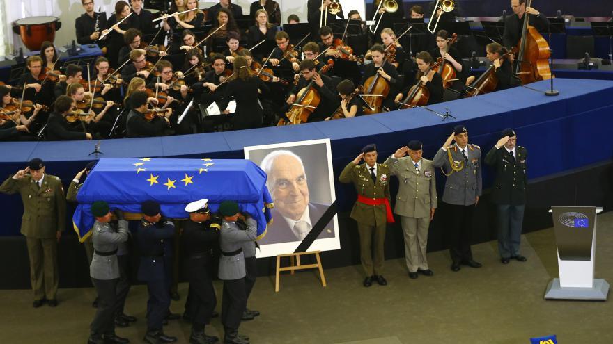 Video PŘÍMÝ PŘENOS: Štrasburk hostí smuteční akt k připomínce Kohla (v anglickém znění)