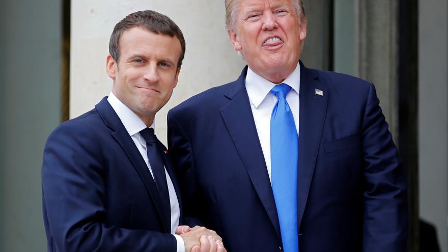 Video ŽIVĚ: Trump a Macron po jednání v Paříži