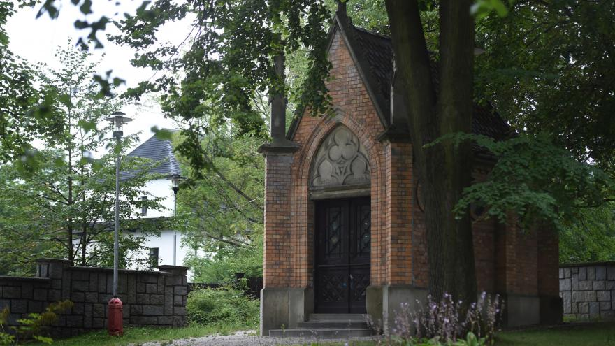 Video Oprava Šustalovy hrobky