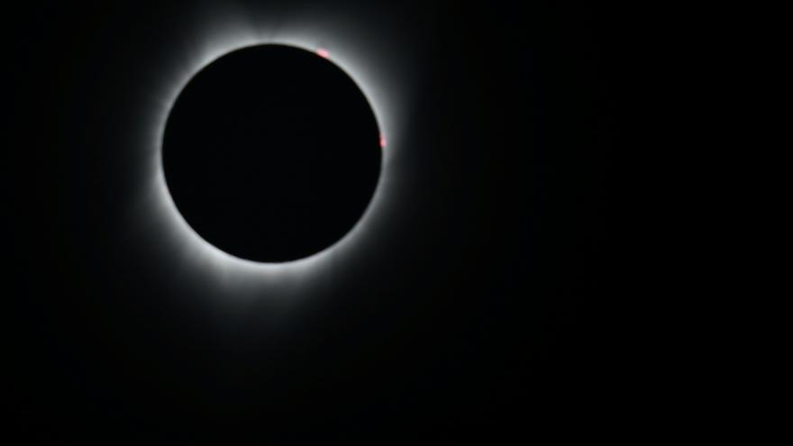 Video ŽIVĚ: Amerika žasne nad potemnělým Sluncem